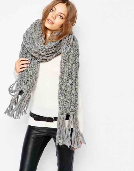 Grey knit scarf.