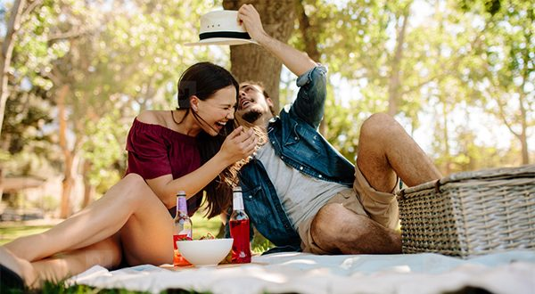 summer picnic couple