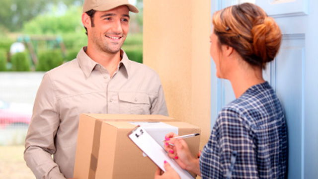 delivery man online shopping