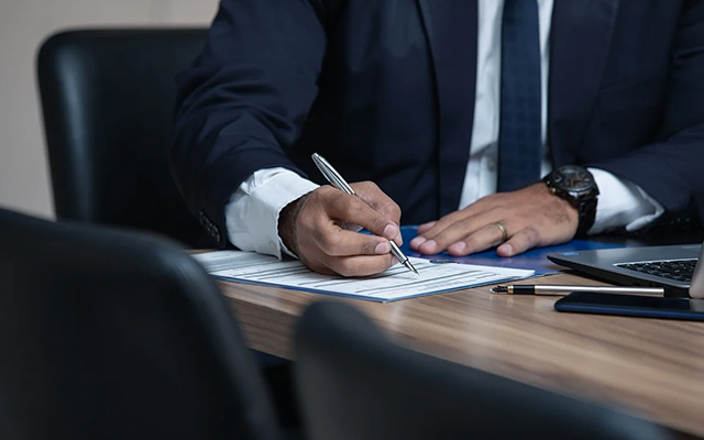 injury lawyer contract